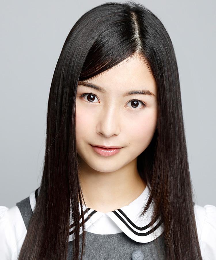 佐々木琴子の綺麗なストレートヘア。乃木坂46に加入してから髪型は一貫して変わっていないが、加入時が15歳であることを考えるとこれまで一度もパーマをかけたり染めたりしてはいないのではないだろうか。