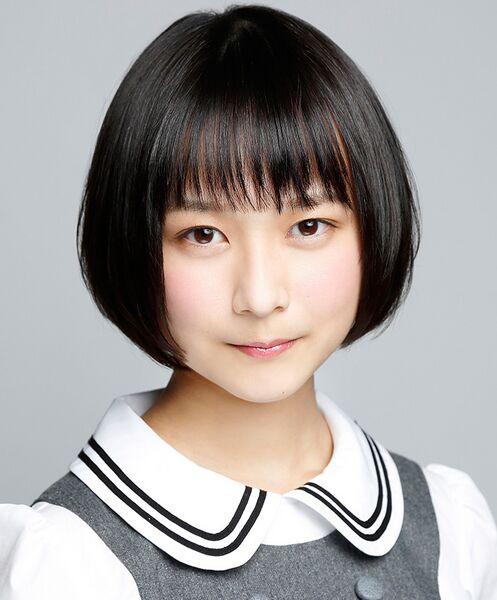 ファイル:2015年乃木坂46プロフィール 鈴木絢音.jpg